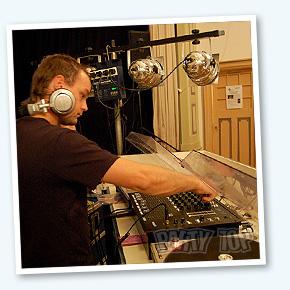 drive-in-show-met-DJ